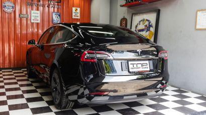03_Tesla_model3 copy.jpg